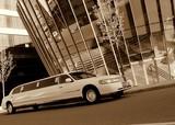 Limuzinu nuoma  7. Lincoln Town Car  10 мест    Элегантный Lincoln Town Car привлекает внимание окружающих классической формой кузова и белым цветом