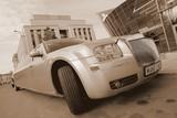 Limuzinu nuoma  5. Chrysler 300 C   12 Sitze   Das Auto ist außergewöhnlich, expressiv und aristokratisch. Die Innenausstattung ist elegant und bis ins Detail durchdacht, der bequeme Salon. Perfekt nicht nur im Inneren sondern auch im Äußeren