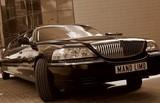 Limuzinu nuoma        8.LINCOLN TON CAR            10 Sitze  Diese Limousine wird Gentlemans gefallen, die einen gehobenen Stil pflegen. Elegantes Schwarz, außergewöhnlicher Design und perfektes Aussehen. Immer modisch – KLASIK .