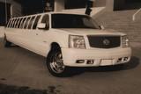 Limuzinu nuoma  2. Cadillac ESCALADE   mehr als22 Sitze   Außergewöhnliche Ausblicke, ungewöhnliche und nette Innenausstattung: so wird die Aufmerksamkeit und die Begeisterung von den Leuten angesprochen. Das ist eine Limousine, die ihren außergewöhnlichen Stil besitzt und die keinen daran zweifeln lässt.